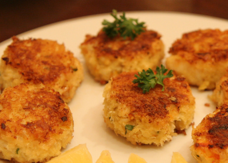 Crab cakes with ginger and lime recipe | 235 calories ...