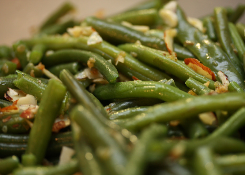 Green bean salad with fried almonds recipe | 92 calories ...