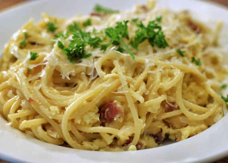 Spaghetti Alla Carbonara Recipe 353 Calories Happy Forks